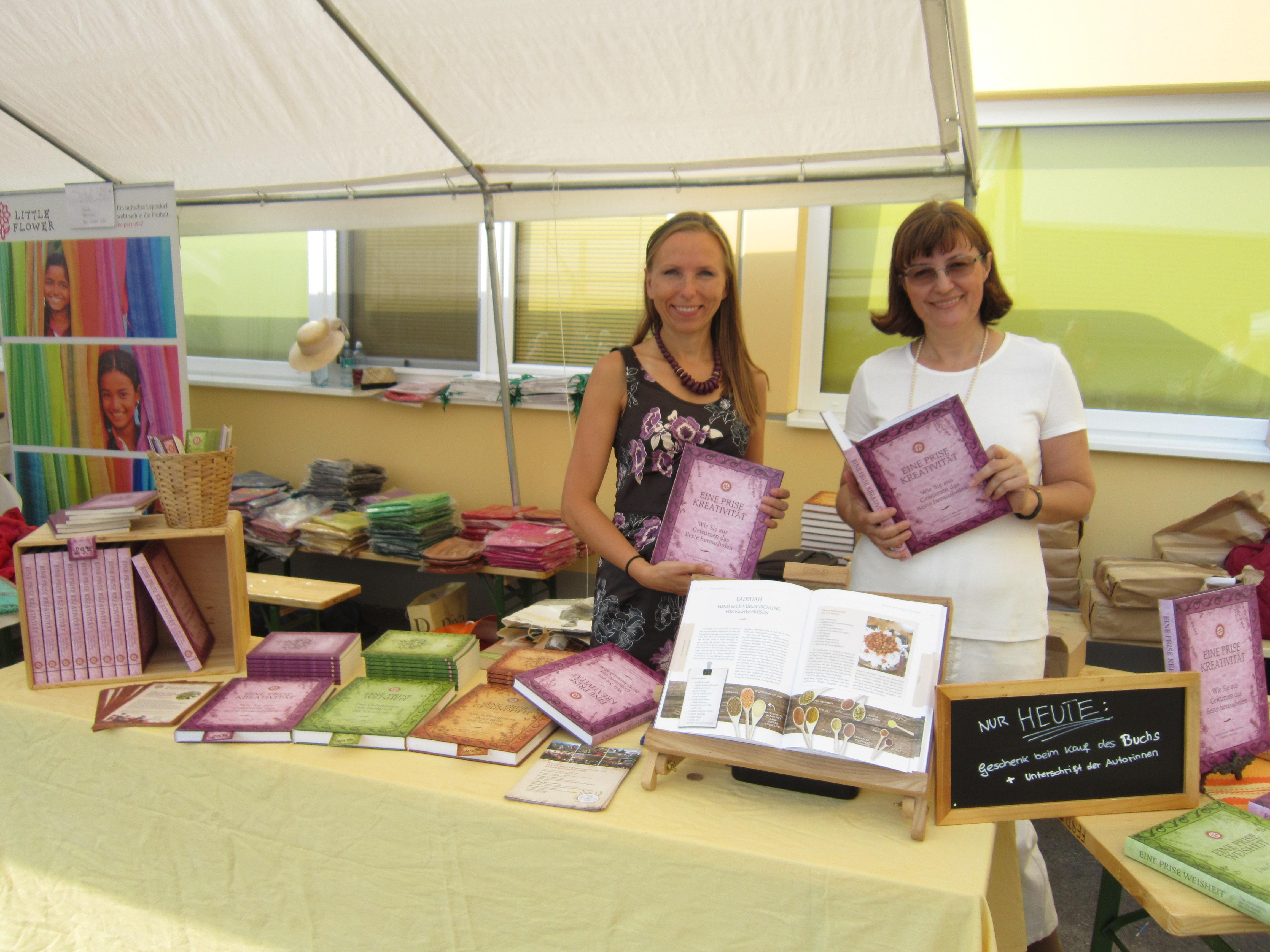 Unsere Autorinnen Sabina Topolovec und Sanja Lončar beim Sonnentor Kräuterfest in Sprögnitz.